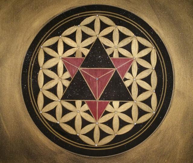 Die Blume des Lebens mit 34 echten Swarovski – Kristallen an jedem Schnittpunkt.